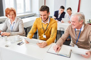 Team in einem E-Learning Seminar