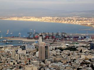 Die Haifa Bucht in der Abendsonne