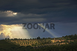 Weingut mit Kapelle bei Volpaia, Toskana, Italy