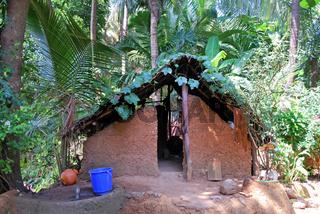 Indische Badehütte in einer Dorfgemeinschaft, Gokarn Südindien, Asien