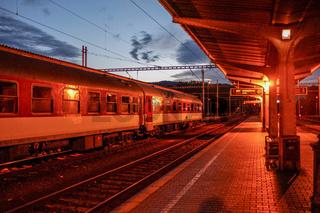 Nchtzug im Bahnhof Banska-Bystrica