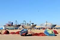 Fischerboote im Hafen von Essaouira Marokko.jpg