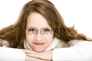 Portrait einer schönen jungen Frau im Pullover