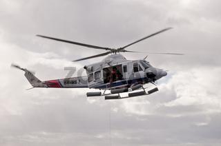 Färöer-Inseln, Hubschrauber bei einer Winschübung