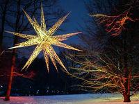 Leuchtender Stern in den Wallanlagen von Bremen, Deutschland