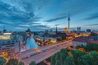 Die Berliner Innenstadt in der Abenddämmerung