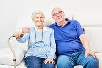Seniorin und Senior als glückliches Ehepaar