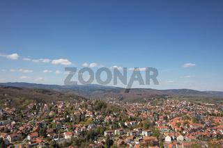 Stadt Wernigerode mit Blick auf Berg Brocken