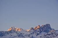 Sonnenaufgang in den Karwendelbergen im Hochwinter
