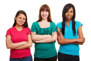 Drei Frauen mit verschränkten Armen