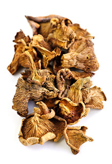 Dry chanterelle mushrooms