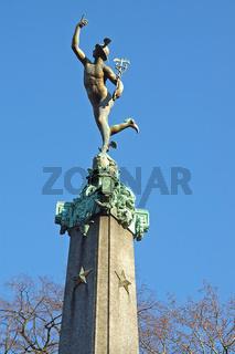 statue im stadtpark von antwerpen