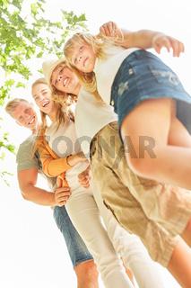 Glückliche Familie und Kinder