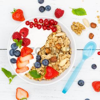 Müsli Frühstück Früchte Joghurt Erdbeeren Beeren essen Schale quadratisch von oben