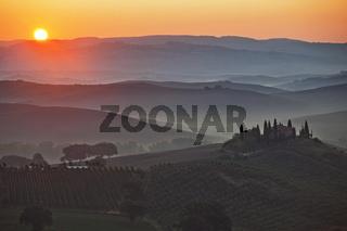 Sonne ueber dem Orcia-Tal, Toskana, Italy