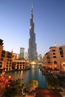 Dubai Burj Khalifa Hochhaus Wolkenkratzer abends Abend Nacht nachts
