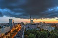 Dramatischer Sonnenuntergang am Fernsehturm in Berlin