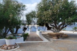 Kreta, Kirchplatz an der Küste