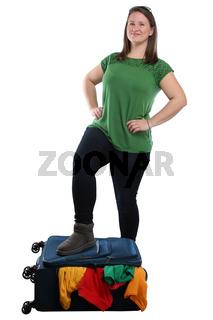 Junge Frau Koffer packen Reise reisen verreisen Urlaub jung Freisteller