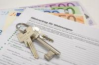 Wohnungsschlüssel und Euro Geldscheine als Miete für Wohnung