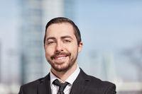 Glücklicher Mann als Start-Up Gründer