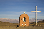 Kapelle mit Kreuz und Blick auf Zentrale Anden, Argentinien, Chapel with cross and view at central Andes, Argentina