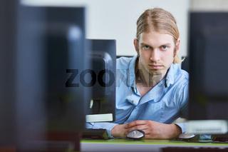Informatik Student als Programmierer