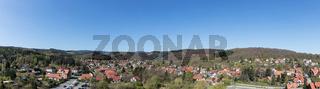 Panorama der Stadt Wernigerode mit blauem Himmel