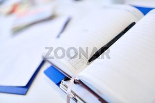 Terminplaner mit einem Stift