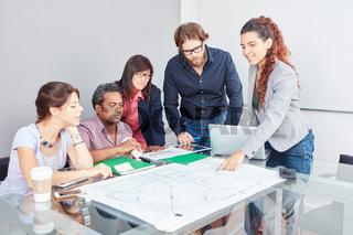 Startup Team macht Strategie Planung