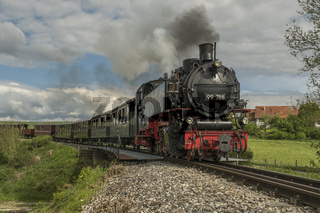 Dampflokomotive auf der Öchsle-Bahn