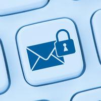 Verschlüsselte sichere E-Mail senden Internet online blau Computer web