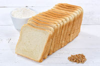 Toastbrot Toast Brot geschnitten Scheibe auf Holzplatte