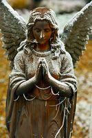 Betender Engel mit Rauhreif