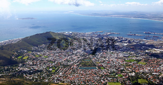 Blick hinab vom Tafelberg, Kapstadt, Südafrika, view from Table Mountain, Cape Town, South Africa