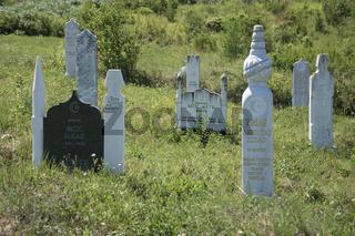 Islamischer Friedhof mit Grabsteinen, Bosnien