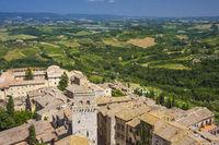 Panoramablick mit Landschaft von San Gimignano, Toskana, Italien