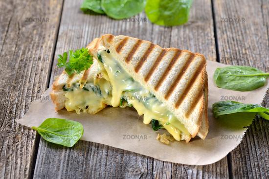 Panini mit Spinat und Käse