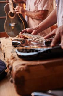Pflege und Instandsetzung von E-Gitarren