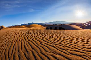 Sandy waves on dunes