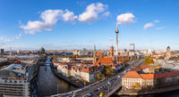 Berlin City Skyline Panorama am Tag mit Fernsehturm