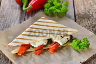 Grillpanini mit Paprika und Feta