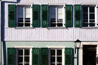 Reihenhaus mit Fensterläden