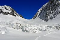 Skitourenfahrer auf dem Langgletscher