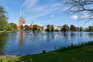 Dom und Aegidienkirche vom Mühlenteich, Lübeck, Deutschland