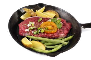 Steak mit Bohnen und Kartoffeln