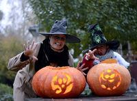 Hexen mit Halloween Kürbis