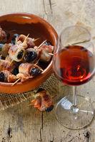 Pflaumen im Speckmantel mit Portwein