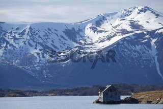 Bootshaus vor dem Fjell