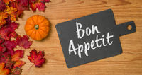 Autumn foliage with a blackboard - Bon Appetit